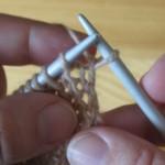 Урок 3. Вязание лицевых и изнаночных петель: как правильно вяжется лицевая петля и изнаночная петля