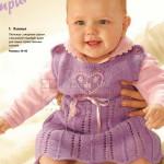 Ажурное детское платье спицами  с вышитым сердечком