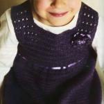 Фиолетовый сарафан для девочки связанный крючком