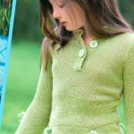 Оливковый вязаный  джемпер спицами для девочки