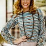 Вязание крючком и спицами женского пуловера из пряжи секционного крашения