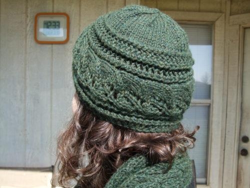 шапка с поперечной полосой