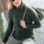 Женский свитер с косой посередине спицами