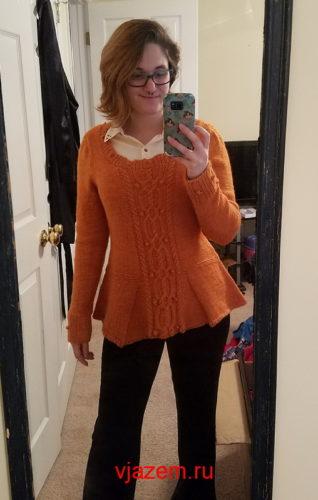 пуловер с баской спицами