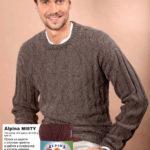 Коричневый мужской свитер лицевыми и изнаночными петлями