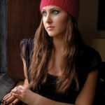 Ажурная шапка из мохера спицами Ara от Kim Hargreaves