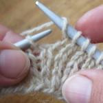 Урок 4. Как вязать накид спицами