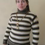 Теплый свитер спицами  в полоску