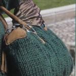Зеленая сумка вязаная спицами