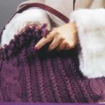 Фиолетовая сумка вязаная спицами