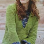 Женский пуловер  зеленого цвета со вставками из секционной пряжи