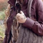 Серая сумка вязаная косами с двумя ручками