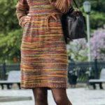 Меланжевое платье спицами с рукавом реглан