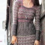 Коричневое вязаное платье спицами из мохера