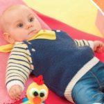 Синий пуловер для малыша спицами