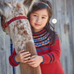 Пуловер с круглой кокеткой  спицами для девочки
