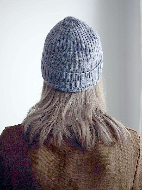 женская шапка бини резинкой 2 на 2 спицами