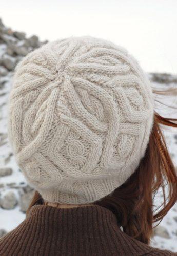 шапка с ромбами и косами спицами