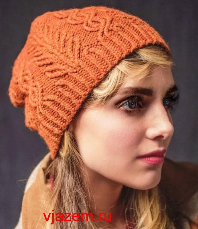 шапка спицами с плетеным узором