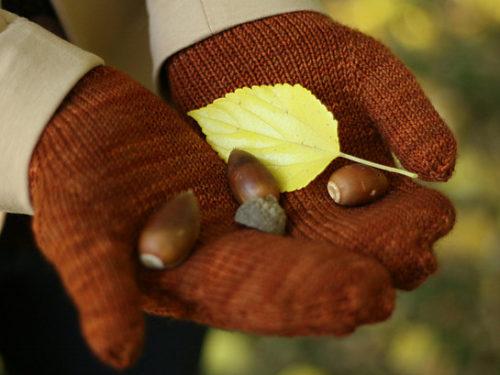 варежки с листьями спицами