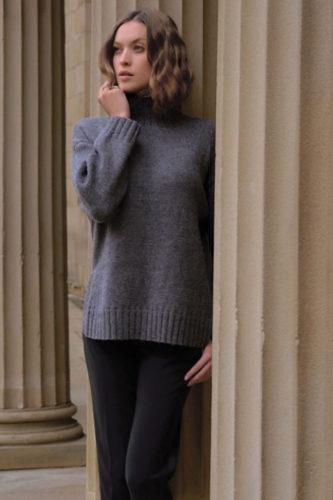 свитер оверсайз с высоким воротом спицами