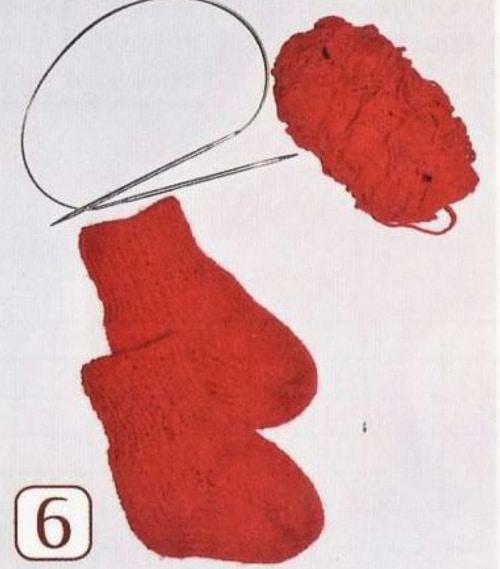 как вязать сразу два носка на круговых спицах